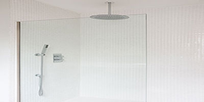 Awesome standup shower with large showerhead, as well as an additional extendable head
